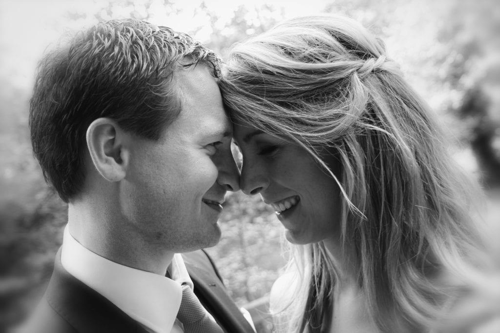 verliebtes Brautpaar - Hochzeit Bilder